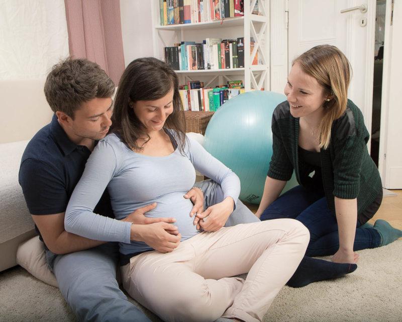 Geburtsvorbereitungskurs mit werdenden Eltern